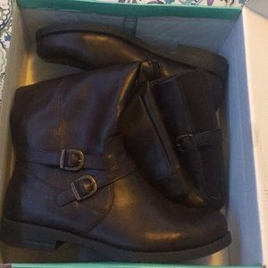 Yuucamron boots dark brown size 9 wide